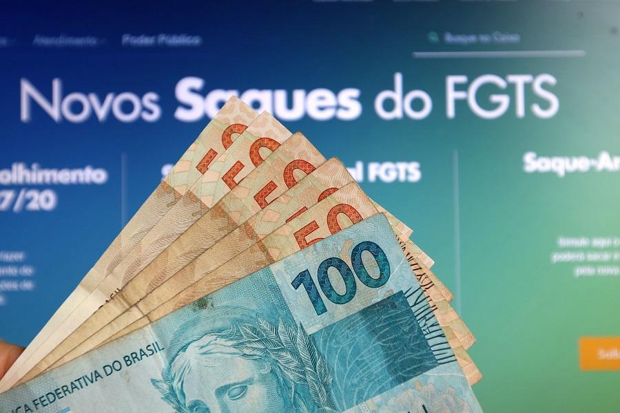 Saque emergencial permite saque de até R$ 1.045 para o trabalhador