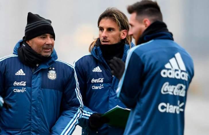 Beccacece (centro) foi assistente de Jorge Sampaoli na seleção argentina em 2018